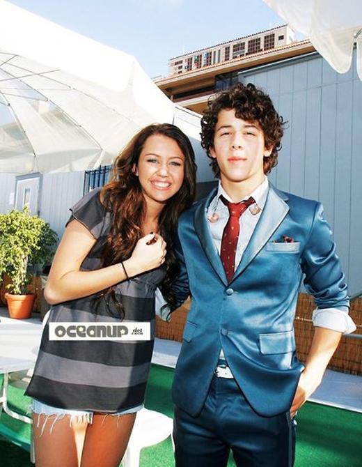 Miley và bạn trai thời tuổi teen - Nick Jonas
