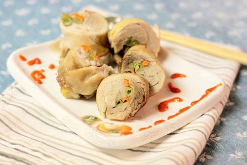 """Ẩm thực Việt Nam - """"Đổi gió"""" với món gà cuộn rau củ ngon tột đỉnh"""
