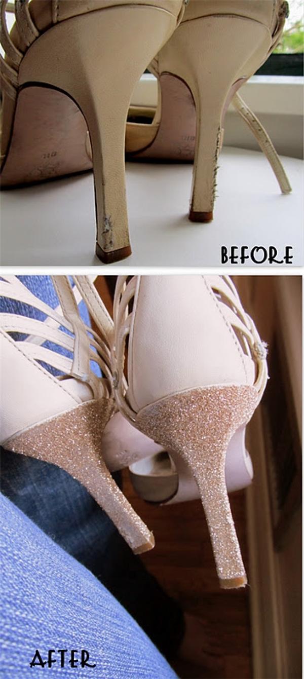 """Giày cao gót sử dụng nhiều sẽ bị tróc da và cũ kĩ. Hãy dùng sơn móng tay phù hợp với màu giày để tân trang lại cho """"em ấy"""" nhé. (Ảnh: Bright Side)"""
