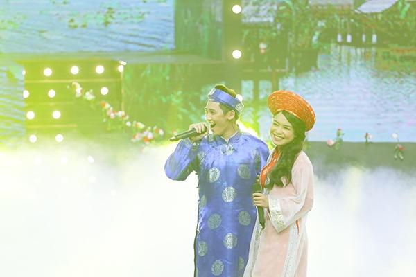 Là thành viên của đội H5 dưới sự dẫn dắt của danh ca Nguyễn Hưng, Tronie Ngôđãcó mànkết hợp cùng nữ ca sĩ Thái Trinh trong tiết mụcđám cưới miệt vườnmang đến sựvui nhộn cho chương trình.