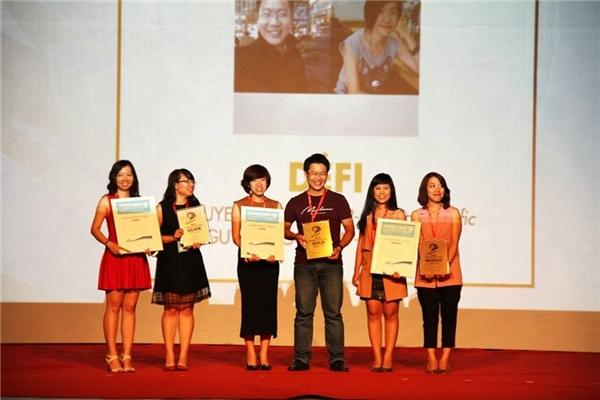 DÉFI – đội chiến thắng ở hạng mục Marketers trong đêm trao giải.