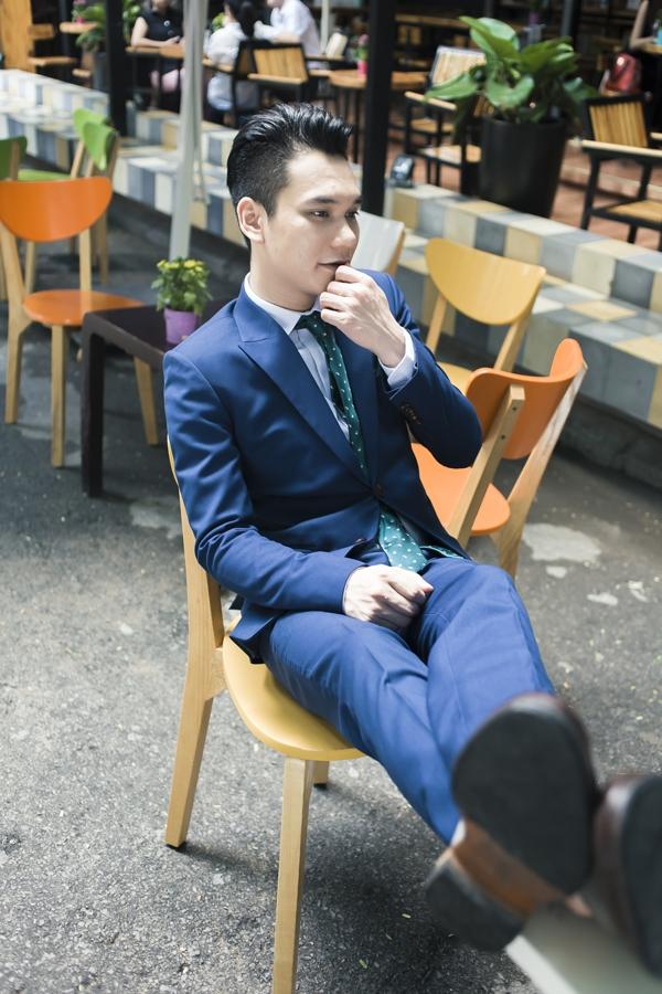 Mặc vest vừa lịch lãm, vừa trẻ trung như Khắc Việt