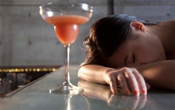 Trải nghiệm say sưa ở quán rượu đã cho Reiko một bài học nhớ đời. (Ảnh: Internet)