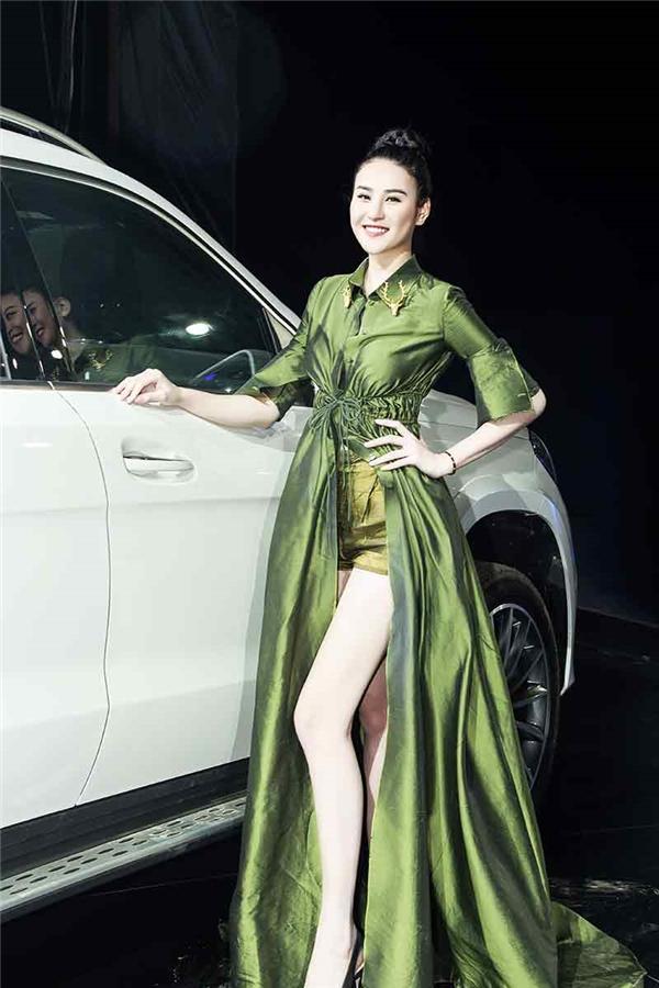 Chân dài PhanHà Phương - từng lọt top 10 Siêu mẫu châu Á và giải nhì Siêu mẫu quốc tế cũng góp mặt tại sự kiện.