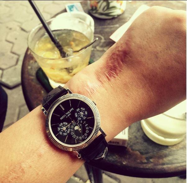 Chiếc đồng hồ thanh mảnh có giá 2 tỉ đồng.