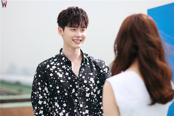 Nhà tài phiệt điển trai của Lee Jong Suk đốn tim fan nữ