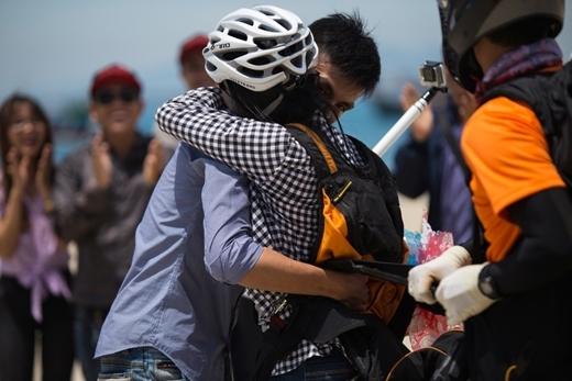 Chi đã hạnh phúc chấp nhận làm bạn gái của Quang Thanh.