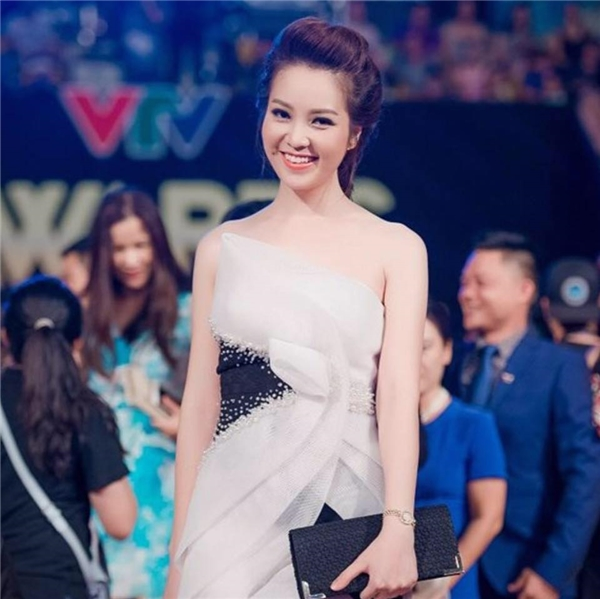 Á hậu Thuỵ Vân cũng thừa nhận rằng sắc đẹp cũng là một lợi thế rất lớn làm nên dấu ấn và thành công trong nghề báo hình.