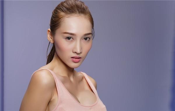 Cân đối, hài hòa và có nét góc cạnh là những lợi thế của Khánh Ngọc. Cô từng đạt Giải đồng Siêu mẫu Việt Nam 2013 và có kinh nghiệm trên nhiều sàn diễn lớn, nhỏ.