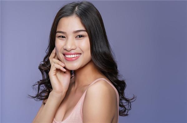Nguyễn Thị Thành từng dự thi Hoa hậu Hoàn vũ Việt Nam 2015 và gây ấn tượng bởi câu chuyện mang 3 chiếc váy đi thi. Cô gái đến từ Bắc Ninh sở hữu gương mặt góc cạnh nhưng vẫn thanh tú, ngọt ngào, nụ cười tươi. Thị Thành hiện đang là một trong những ứng cử viên sáng giá tại Hoa hậu Việt Nam 2016.