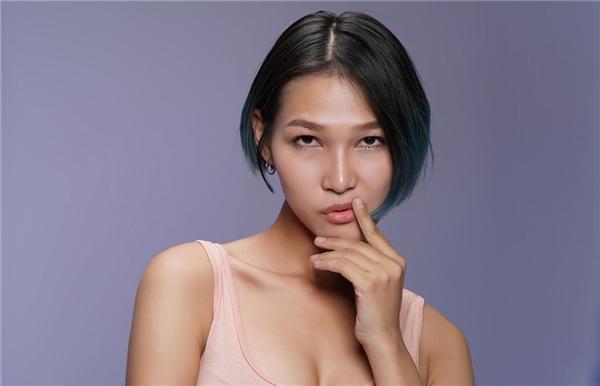 Diệp Linh Châu là màu sắc cá biệt nhất trong đội Phạm Hương. Không có chiều cao nổi bật nhưng chính gu thời trang tinh tế, độc đáo giúp cô có được tấm vé bước vào vòng sau.