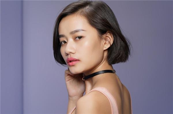 Kim Chi từng dự thi Hoa hậu Hoàn vũ Việt Nam 2015. Ngoài thân hình, chiều cao nổi trội, cô gái gốc Hải Phòng còn có gương mặt góc cạnh, sáng sân khấu, ăn ảnh.
