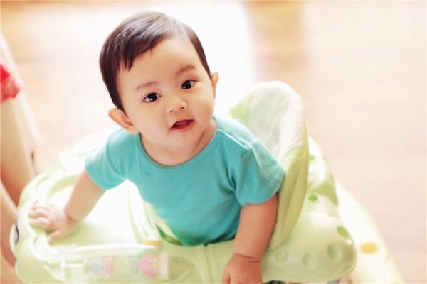 Sinh ngày 17/7/2015, đến nay, Kubi – con trai của cặp đôi Khánh Thi và Phan Hiển đã gần được 1 năm tuổi. - Tin sao Viet - Tin tuc sao Viet - Scandal sao Viet - Tin tuc cua Sao - Tin cua Sao