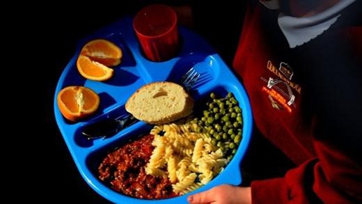 Đối với bố mẹ bạn luôn là đứa trẻ con, đặc biệt là khi... trẻ con được ăn miễn phí.