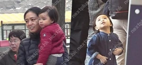 Những bức ảnh hiếm hoi về con gái nhỏ của 2 người