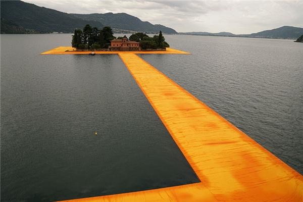 Đi bộ trên mặt nước đã không còn là chuyện trong mơ