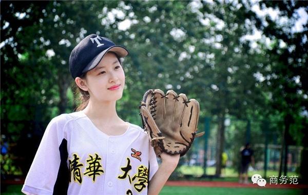 Chương Trạch Thiên nổi tiếng khắp Trung Quốc vàcác nước trong khu vực với tên gọi hot girl Trà Sữa.