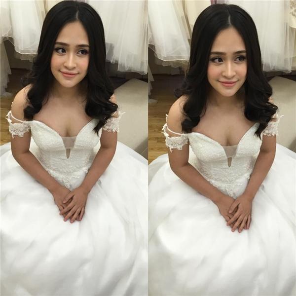 Cô nàng hot teen xinh đẹp trong bộ váy cưới.(Ảnh: Internet)