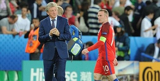 Roy Hodgson cố bảo vệ cục cưng, Rooney cáu giận ra mặt