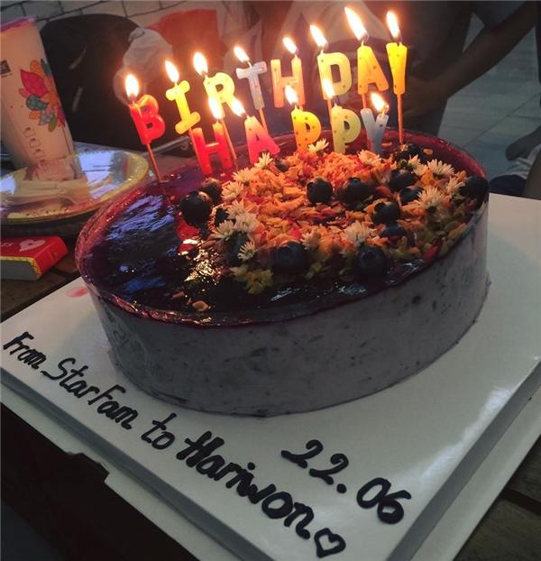 Chiếc bánh kem mừng sinh nhật Hari đượccác fans chuẩn bị để mang đến bất ngờ cho cô. - Tin sao Viet - Tin tuc sao Viet - Scandal sao Viet - Tin tuc cua Sao - Tin cua Sao