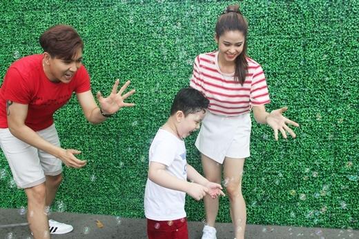 Gia đình Tim và Trương Quỳnh Anh cực hứng thú với Trại hè sức khỏe.
