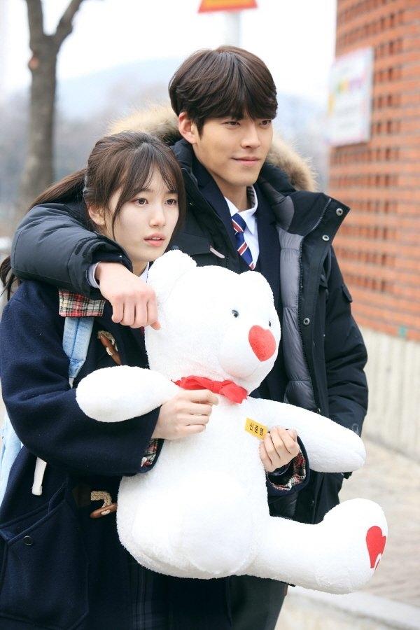 Lee Min Ho sẽ ghen khi thấy Kim Woo Bin và Suzy tình tứ thế này!
