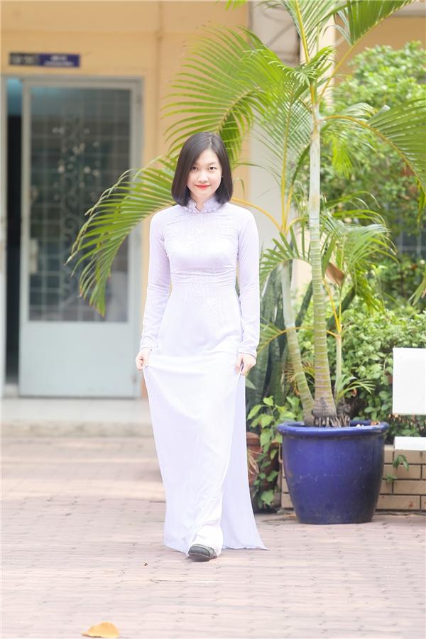 ...Lê Châu Ngọc Trinh-2 trong số 4 thí sinh trường THPT Nguyễn Du lọt vào Top 60.