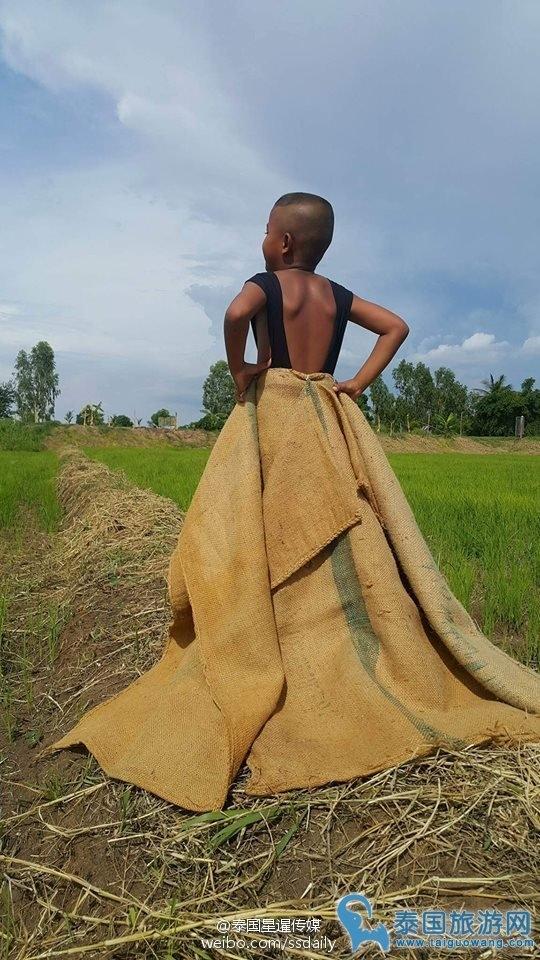 Váy đụp sang chảnh phiên bản bao tải.