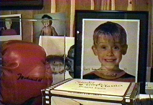 Tài liệu mà cảnh sát thu thập có cả hình ảnh của ngôi sao nhíMacaulay Culkin đương thời.