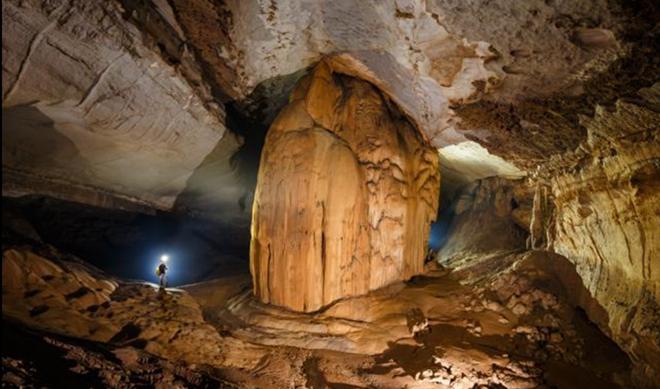 Cảnh tượng hùng vĩ bên trong hang động Hòa Hương.(Ảnh: đoàn thám hiểm cung cấp - Zing.vn)