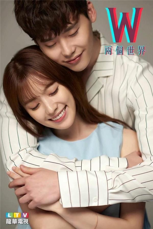Hình ảnh đẹp đôi Lee Jong Suk - Han Hyo Joo khiến fan phát cuồng