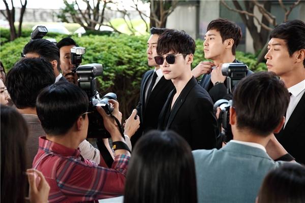 Lee Jong Suk cực ngầu trong vai nhà tài phiệt điển trai, tài năng Kang Chul