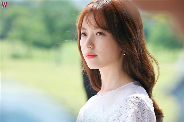 Han Hyo Joo đẹp dịu dàng không tì vết trong vai bác sĩ Oh Yeon Joo