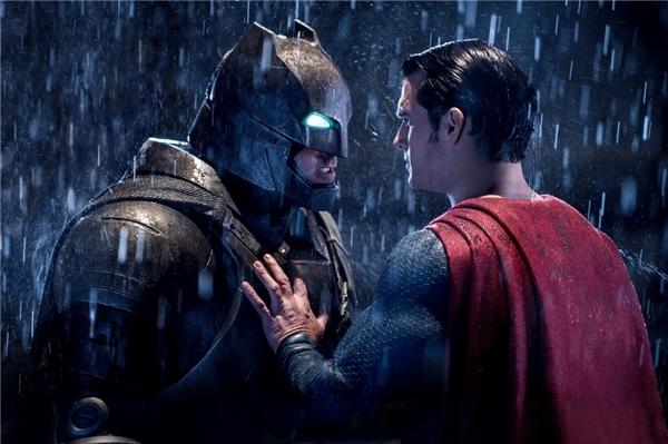 Batman v Superman: Dawn of Justicecódoanh thu gần 900 triệu USD, con số đáng mơ ước.