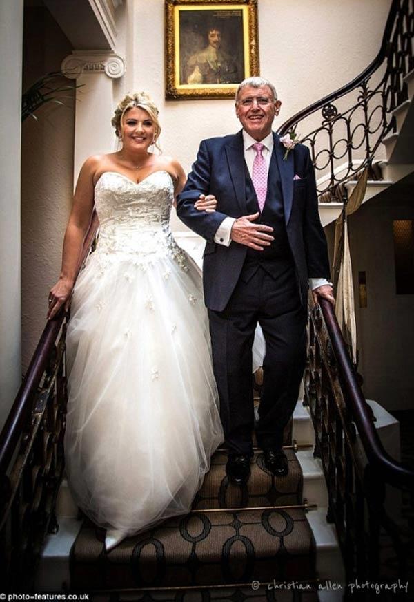 Ông tự tin hơn khi đi cạnh con gái trong ngày cưới.