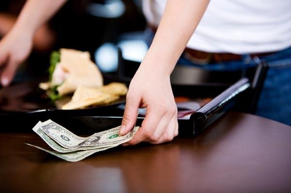 Câu chuyện về văn hóa tiền lẻ gây tranh cãi cộng đồng mạng