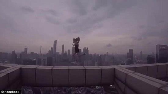 Rùng mình thú chụp ảnh từ những tòa nhà chọc trời của giới trẻ