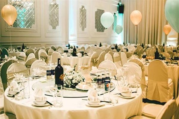 Bữa tiệc mừng sinh nhật Rickytổ chứcở một trung tâm tiệc cưới lớn với số lượng khách mời lên đến vài trăm người. Đây là một trong những tiệc thôi nôi lớn nhất của con sao Việt kể từ trước đến nay. - Tin sao Viet - Tin tuc sao Viet - Scandal sao Viet - Tin tuc cua Sao - Tin cua Sao