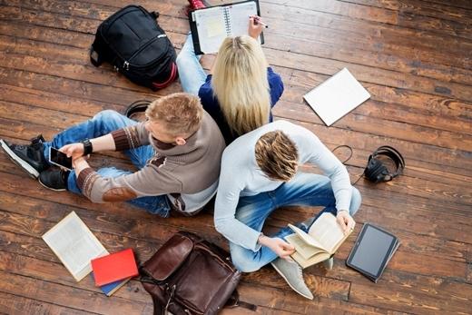 Làm việc nhóm cần rất nhiều sự hợp tác từ các thành viên trong nhóm.
