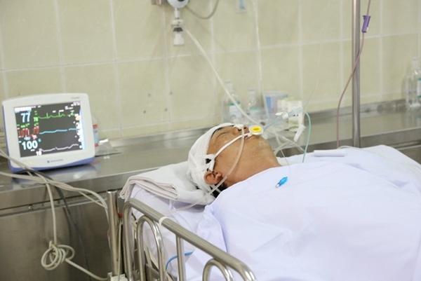 Tài xế Quang đang được điều trị tại Bệnh viện Chợ Rẫy. Ảnh: Khánh Trung