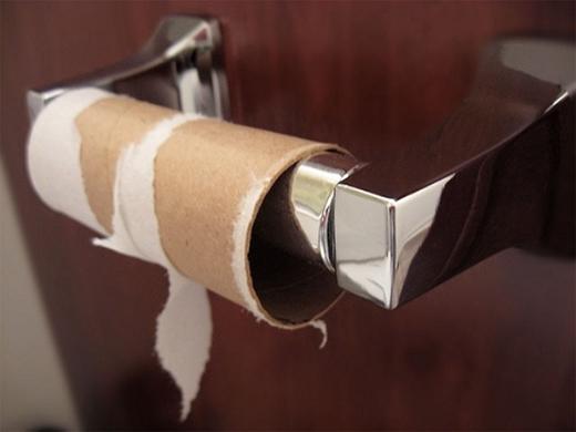 Hãy thay một cuộn giấy mới nếu bạn là người cuối cùng sử dụng hết giấy vệ sinh.(Ảnh: Internet)