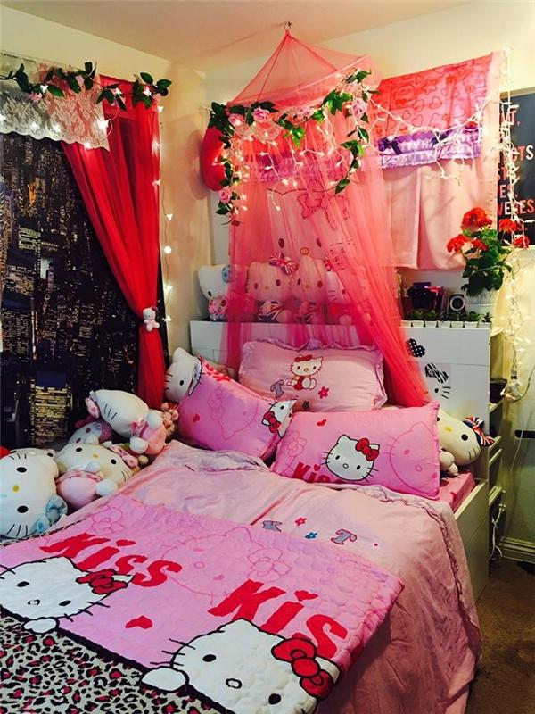 Cô nàng sở hữu căn phòng tràn ngập màu hồng mà có lẽ bé gái nào cũng ao ước. (Ảnh: Internet)