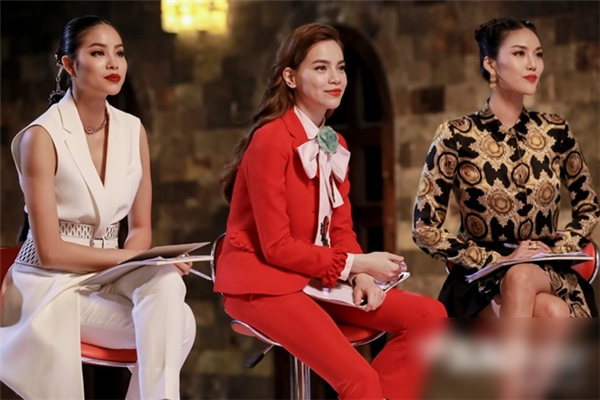 Bộ ba giám khảo The Face phiên bản Việt mặc rất thời trang,trang điểmvô cùng cá tính - Tin sao Viet - Tin tuc sao Viet - Scandal sao Viet - Tin tuc cua Sao - Tin cua Sao