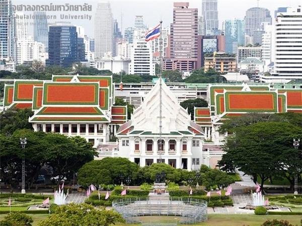 Người con trai tốt nghiệp đại học danh tiếng của Thái Lan.