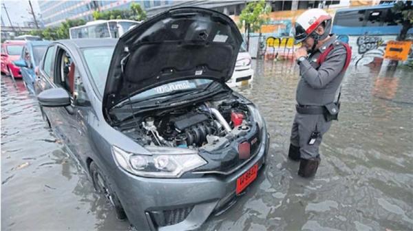 Đừng đi du lịch Bangkok tuần này vì đường quá ngập