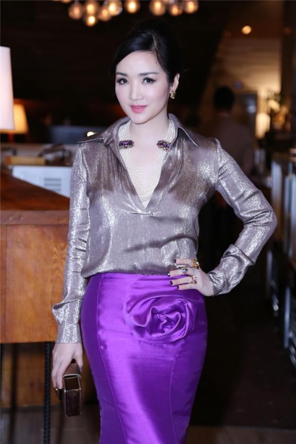 Đêm tiệc này do đích thân Hoa hậu Đền Hùng Giáng My tổ chức. Trong đêm tiệc, cô còn khoe giọng hát ngọt ngào để chúc mừng đàn chị.