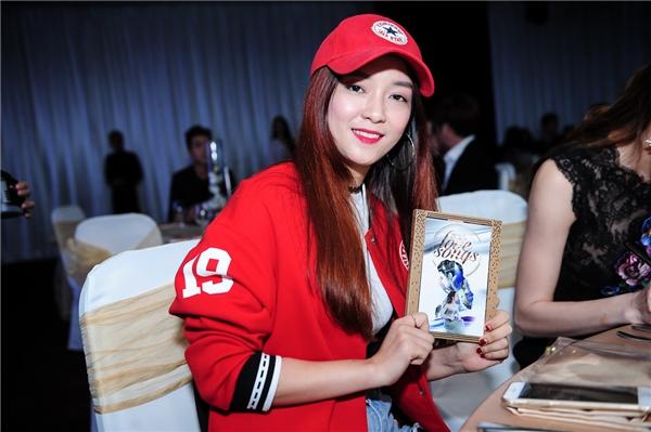 Đinh Hương xuất hiệnnăng động và cá tính tại sự kiện.