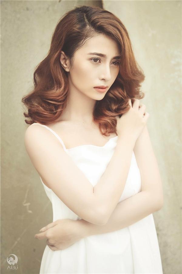 """Chia sẻ về vai diễn, Việt My cho biết, cô vốn là con một trong gia đình, việc gì cũng được bố mẹ chăm lo cẩn thận nên vai Ánh Linh hoàn toàn là một """"áp lực lớn""""."""