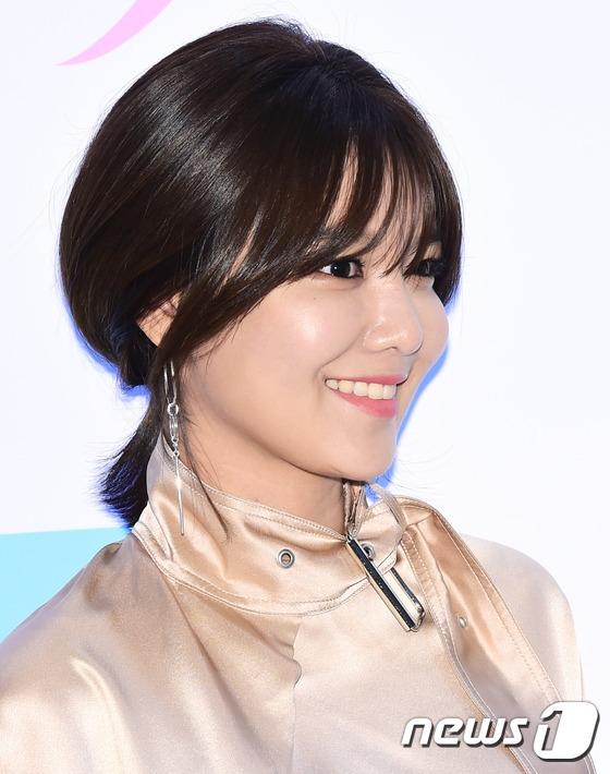 Chân dài Sooyoung khoe vóc dáng hoàn hảo với phong cách thời trang hợp thời. Hiện tại, cô nàng cũng đang bận rộn trên phim trường của bộ phim38 Task Force bên cạnh nam diễn viên Seo In Guk.