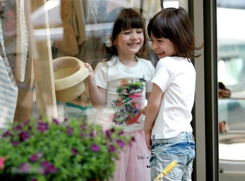 Hai cô bé vẫn được cư dân mạng bình chọn là những nhóc tỳ có gương mặt thiên thần của Hàn Quốc.